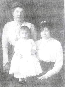 Ida Thomas with daughter and grandson