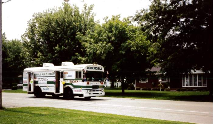 1994-july-4-bookmobile-ansonia-parade