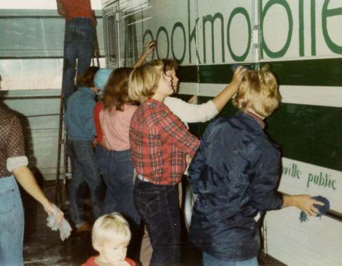 bookmobile-cleaning-1980s-2