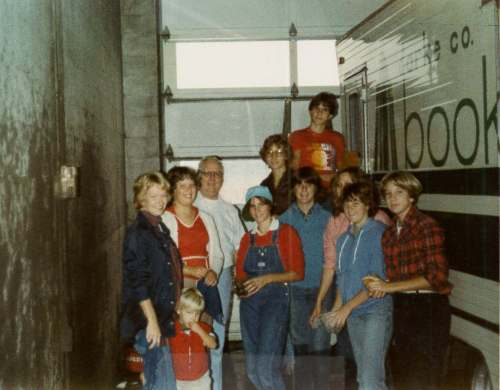 bookmobile-cleaning-1980s-3